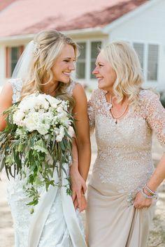 Moeder geeft bruid weg